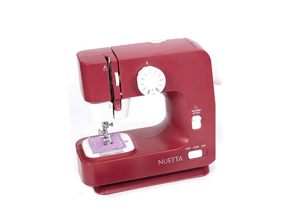 Σετ Ραπτομηχανή και σετ αξεσουάρ ραπτικής που λειτουργεί με ρεύμα ή μπαταρία, σε κόκκινο χρώμα, διαστάσεις 29x35x15 εκατοστά, NUE001 - Nuetta